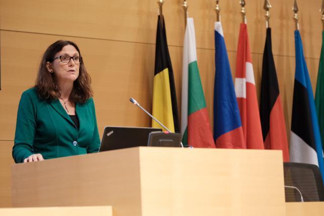 «Il ne faut pas oublier que les accords commerciaux que nous négocions nous permettent de façonner la mondialisation, d'être sur la table des négociations pour en définir les règles», estime Cecilia Malmström, la commissaire européenne au Commerce extérieur. (Photo: Sébastien Goossens)