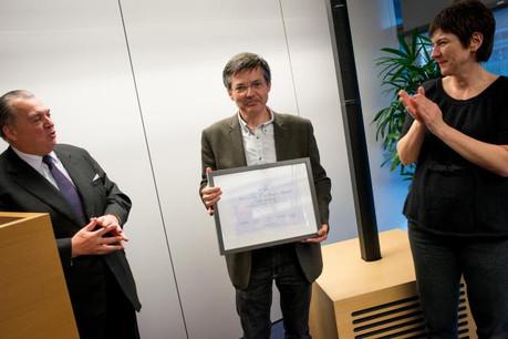 Jean-Michel Lalieu (ici entouré du président du jury, Henri Grethen, et de Alberta Brusi, CCO de Citi Luxembourg) a su décrire avec précision les tenants et les aboutissants de l'activité du lobbyisme à Bruxelles.  (Photo: Christophe Olinger)