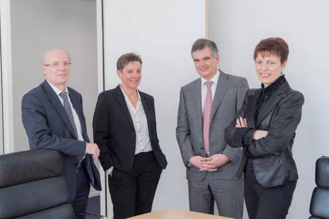 Claude Simon (à gauche), accompagné de Françoise Kauthen, Claude Marx et Simone Delcourt. (Photo: CSSF)