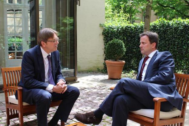 Guy Verhofstadt et Xavier Bettel en mai 2015 à l'occasion d'une entrevue à Luxembourg avant la présidence européenne du Grand-Duché. (Photo: SIP / ME)