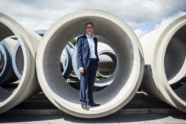 Le directeur général de Chaux  de Contern, Eric Kluckers, défend l'usage de produits luxembourgeois dans les travaux publics. (Photo: Mike Zenari)