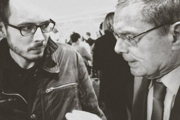 Antoine Deltour à gauche avec Daniel Lebègue, président de Transparency International France, lors de la présentation du film «The Price we Pay». (Photo: The price we pay / Facebook)