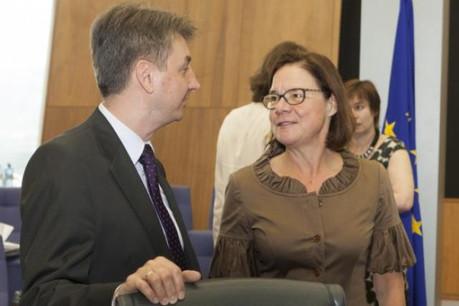 Jacek Dominik et Martine Reicherts sont tous deux concernés par la cabale. (Photo: Commission Européenne)