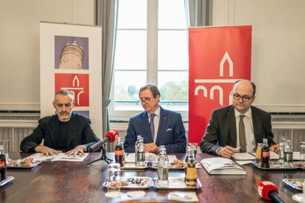 Jean-Marc Dimanche, commissaire d'exposition, Roland Kuhn, président de De Mains de Maîtres, et Tom Wirion, directeur de la Chambre des métiers, ont présenté les nouveautés de la biennale d'artisanat d'art. (Photo : Mike Zenari)
