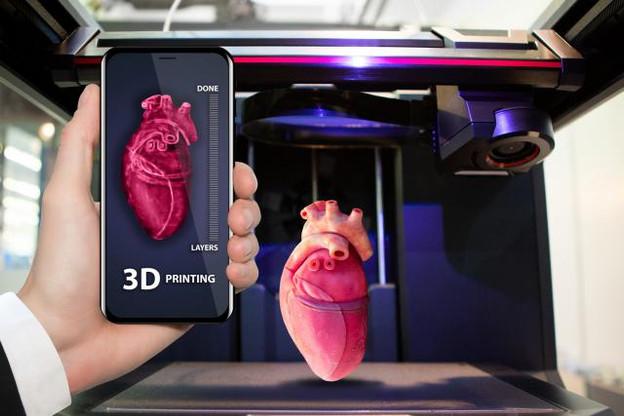 La société Carmat a conçu, par exemple, un cœur artificiel doté d'un système portatif permettant de l'alimenter en énergie et de le contrôler.  (Photo: Fotolia / scharfsinn86)