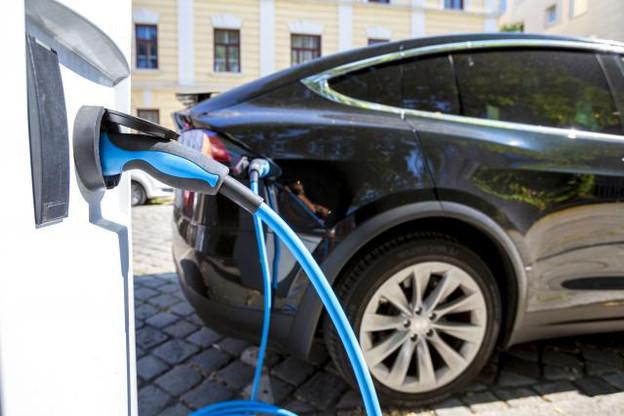 Les primes pour les voitures électriques neuves s'élèvent à 5.000 euros. Les acheteurs d'un nouveau vélo en 2019 pourront, eux, bénéficier d'une prime allant jusqu'à 300 euros.  (Photo: Shutterstock)
