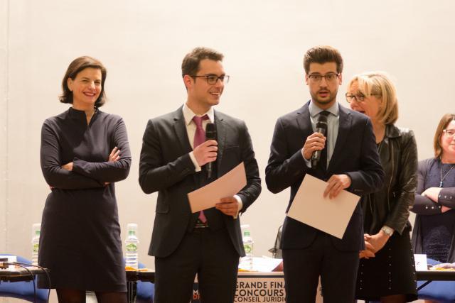 David Micheli et Victor Ferreira lors de la remise de prix. (Photo: Médiadroit)
