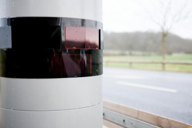 Après les appareils de la N8 et du CR118 ce mardi, ce sera au tour du radar situé sur l'A4, à hauteur du rond-point Raemerich, d'entrer en service «au cours de la première semaine de juin». (Photo: Jessica Theis / archives )
