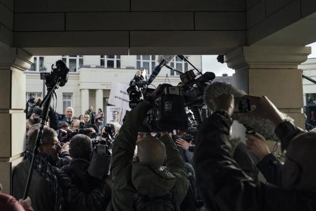 Une centaine de journalistes, venus de toute l'Europe, était présente mardi matin à l'ouverture du procès LuxLeaks. (Photo: Sven Becker)
