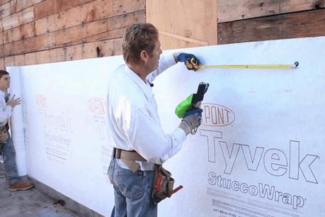 Tyvek est notamment utilisé dans l'isolation de constructions. (Photo: YouTube)