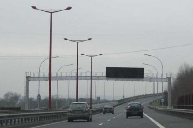 L'extinction de l'éclairage public sur les autoroutes a généré un coût de 131 euros par candélabre. (Photo: DR)