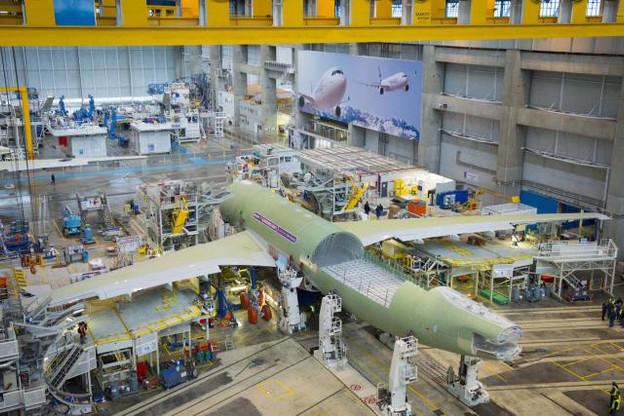 La fabrication additive, source d'économies, est de plus en plus utilisée dans l'industrie aéronautique (ici chez Airbus), s'inscrivant parfaitement dans une démarche circulaire.   (Photo: Airbus)