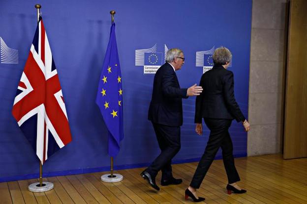 Malgré l'optimisme affiché par Jean-Claude Juncker et Theresa May, un accord n'est pas sûr d'être signé ce dimanche entre les deux partis. (Photo: Shutterstock)