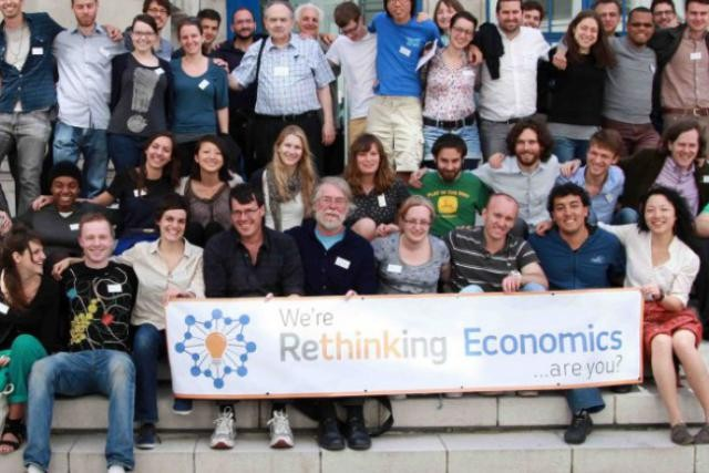 Rethinking Economics est une initiative d'étudiants en économie de 19 pays qui ont corédigé une charte pour réintroduire la diversité des idées dans l'enseignement de l'économie. (Photo: Rethinking Economics)