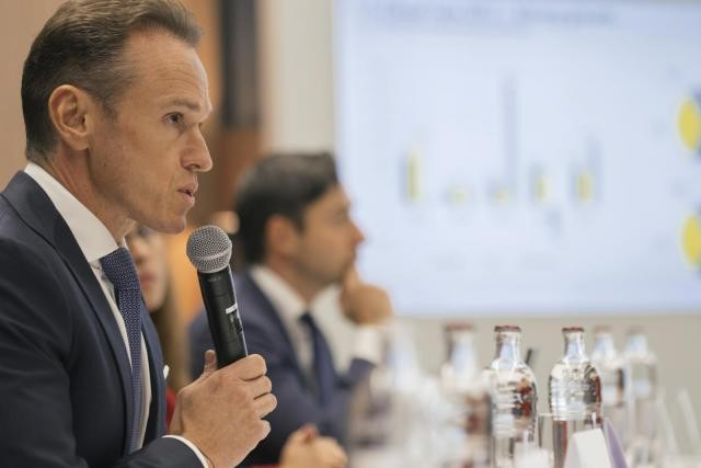 «Notre chiffre d'affaires a augmenté de 50% depuis 2012», a indiqué lundi Alain Kinsch, managing partner d'EY. (Photo: Sébastien Goossens)