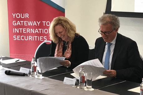 Karin Finkelston (IFC) et Pierre Gramegna ont signé un accord pour une aide d'un million d'euros du Luxembourg. (Photo: DR)