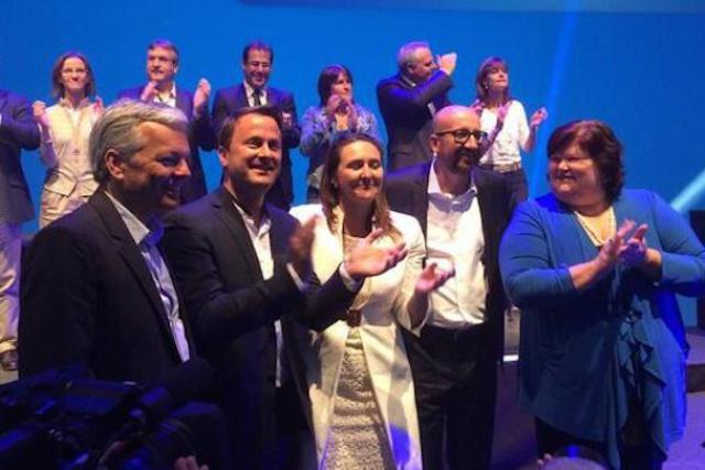 Xavier Bettel et son nouvel homologue belge, le libéral Charles Michel (au centre), discuteront-ils fiscalité bilatérale bientôt? (Photo: MR)