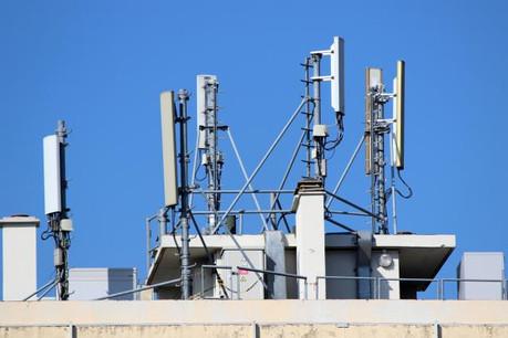 Les fréquences élevées de la 5G devraient néanmoins garantir une meilleure convergence des ondes vers les appareils, accentuant ainsi l'efficacité de la transmission sans avoir à augmenter la puissance d'émission. (Photo: Fotolia / Jackin)