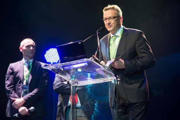 Jean-Luc Martino a tenu a remercier la direction générale de la banque Raiffeisen, sponsor indispensable dans son métier. (Photo: Charles Caratini)