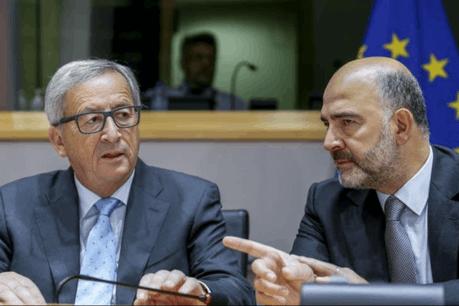 Jean-Claude Juncker, aux côtés de son commissaire en charge des questions fiscales Pierre Moscovici, le 17 septembre dernier. (Photo: Parlement européen)