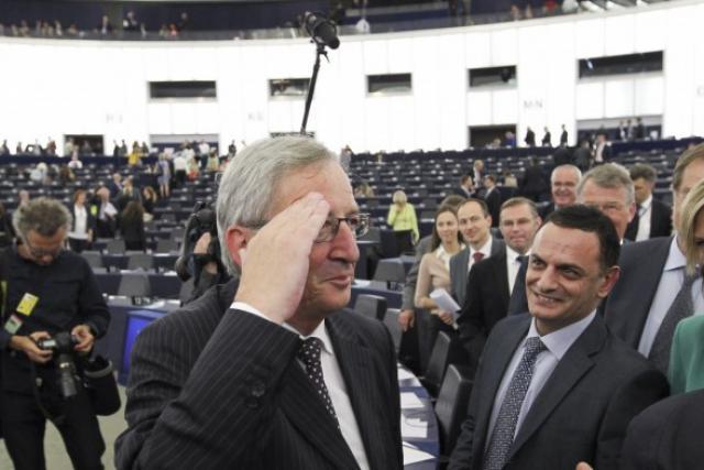 Juncker félicité par les députés après son élection ce mardi (Photo: Parlement européen)
