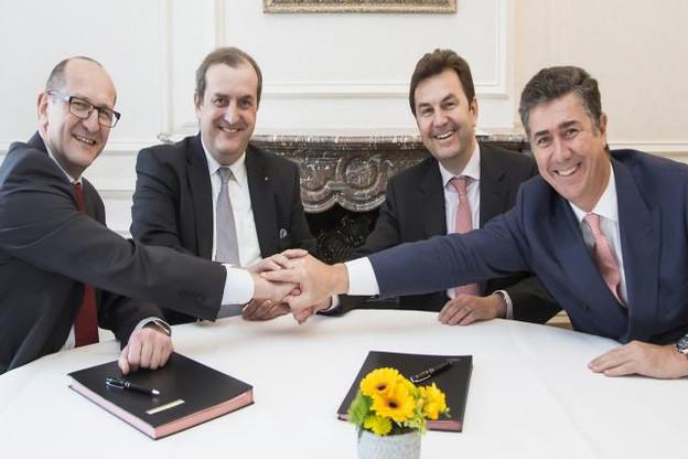 Marc Lauwers (group COO)  et Yves Stein (group CEO) de KBL avec Christophe Gabriel et Alain Picquet, directeurs TIB au sein de Lombard Odier (Photo: KBL)