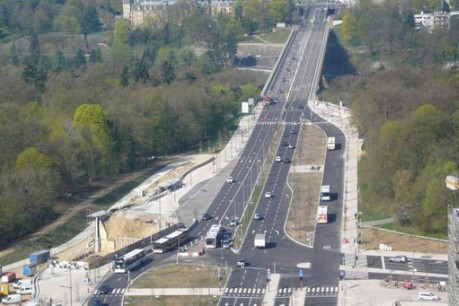 La voie rapide devant la porte de l'Europe est devenue une large avenue sur laquelle pourra circuler le tram. (Photo: Fonds Kirchberg)