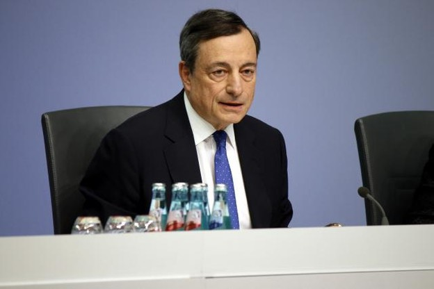 Pour Mario Draghi, les euros qui coulent à flots, c'est fini. (Photo: Shutterstock)
