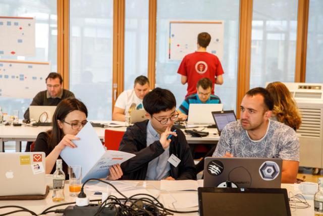 56 codeurs, venus parfois de très loin, ont tenté de trouver une solution blockchain à l'émission de «commercial papers». (Photo: BEI)