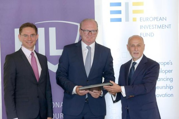 Le commissaire européen à l'Emploi, Jyrki Katainen, Marcel Leyers (Bil) et Pier Luigi Gilibert (FEI) ensemble pour soutenir les PME innovantes. (Photo: BIL)