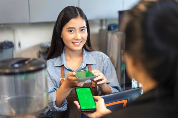 Des start-up proposent de plus en plus de solutions très accessibles pour faire bénéficier la population des avantages de la blockchain, notamment à travers le paiement ou l'épargne. (Photo: Shutterstock)