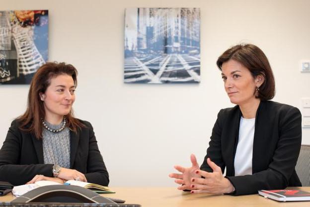 Flavia Micilotta et Julie Becker partagent les mêmes ambitions pour le développement de la finance responsable. (Photo: Matic Zorman)