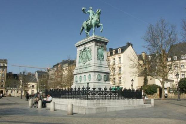 Les travaux, menés en partie depuis la surface, contourneront la statue de Guillaume II, impossible à déplacer. (Photo: DR)