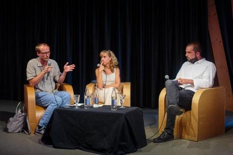 Autour de cette table ronde: Jean-Claude Franck, rédacteur en chef de Radio 100,7, Caroline Mart, rédactrice en chef adjointe de RTL Télé Lëtzebuerg, et Christophe Bumb, modérateur et journaliste pour reporter.lu. (Photo: Matic Zorman)