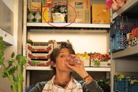 Valérie Lemercier s'apprête à passer à table, la Farin'Up est bien dans le cadre de l'image. (Photo: Gaumont)