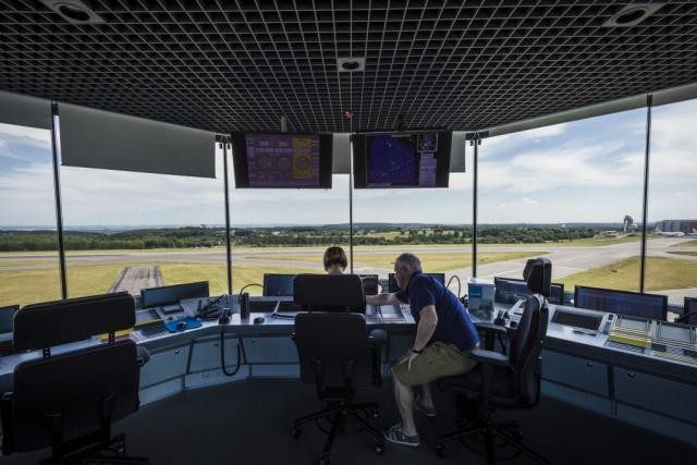 La volonté de la Dac de confier exclusivement à Lux-Airport le droit de décision sur l'aérodrome, en contradiction avec l'accord trouvé avec le gouvernement, pousse les fonctionnaires de l'Ana à brandir la menace de la grève. Et donc du blocage du Findel. (Photo: Mike Zenari)