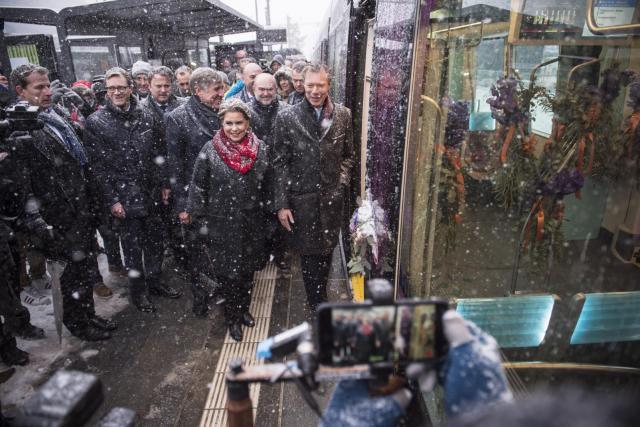 L'inauguration du tram, dimanche 10 décembre, par le couple grand-ducal, marque le coup d'envoi d'une conception nouvelle des déplacements urbains, tournés vers la multimodalité. (Photo: Anthony Dehez)