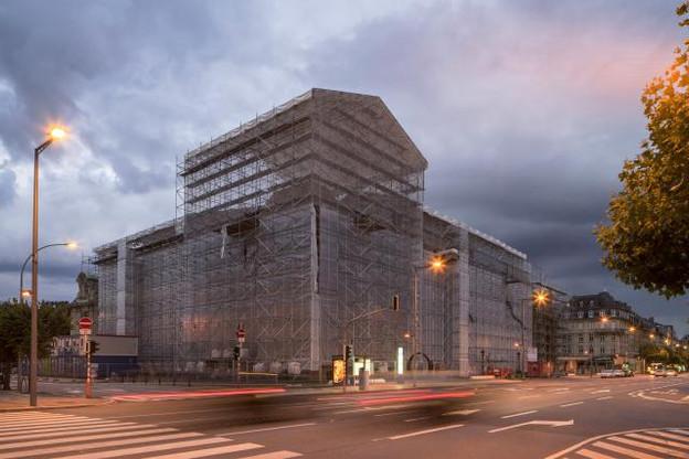 L'échafaudage a déjà disparu mais les travaux de rénovation du bâtiment Arbed s'achèveront à la fin du premier semestre 2016. Le bâtiment va accueillir les services commerciaux de la BCEE. (Photo: Maison moderne / archives)