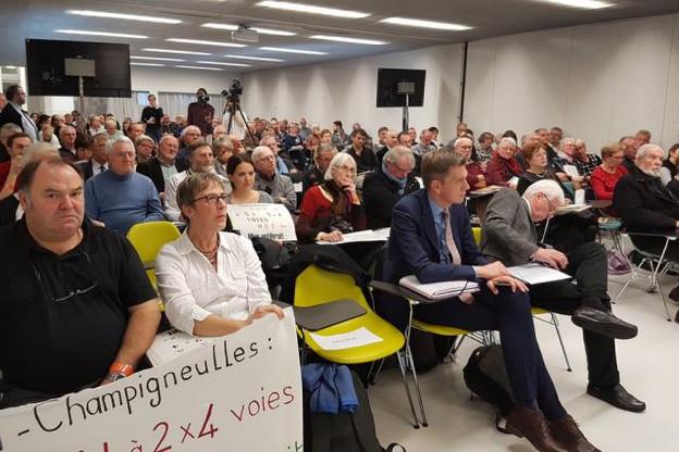 De nombreux élus du secteur étaient également sur place. Notamment Mathieu Klein, président du département de la Meurthe-et-Moselle (ici au premier rang, deuxième en partant de la droite). (Photo: @Prefet54)