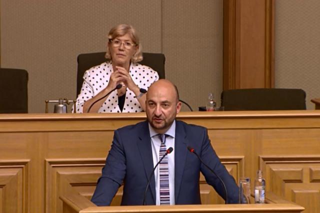 Étienne Schneider souligne que cette loi apporte une pierre de plus à la stratégie «Digital Lëtzebuerg» en construction. (Photo: SIP)