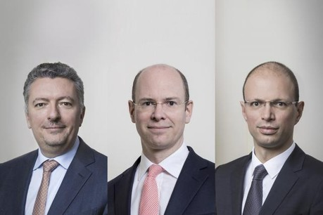 De gauche à droite: Siegfried Marissens (qui reprend les responsabilités de compliance et regulatory affairs), Nicholas Harvey (futur deputy CEO) et Anthony Swings (group chief risk officer). (Photo: Maison Moderne)