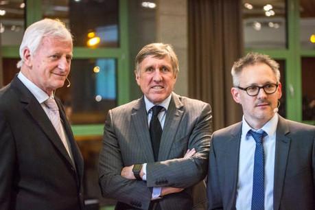 En marge de la présentation du 53e Autofestival, Ed Goedert (Adal), le ministre du Développement durable et des Infrastructures, François Bausch, et Philippe Mersch (Fégarlux) ont débattu de l'avenir de la mobilité. (Photo: Maison Moderne)