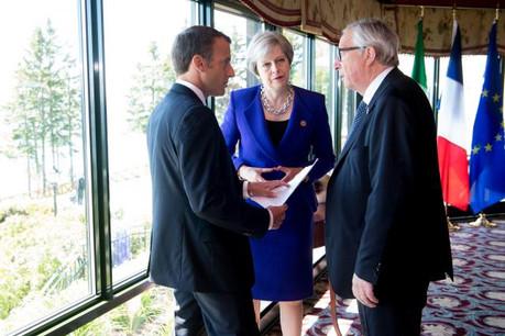 Européens et Britanniques (ici une rencontre entre Emmanuel Macron, Theresa May et Jean-Claude Juncker en marge d'une réunion du G7) veulent afficher une volonté de dialogue. Mais défendent leurs intérêts en parallèle. (Photo: Commission européenne/Services audiovisuels)