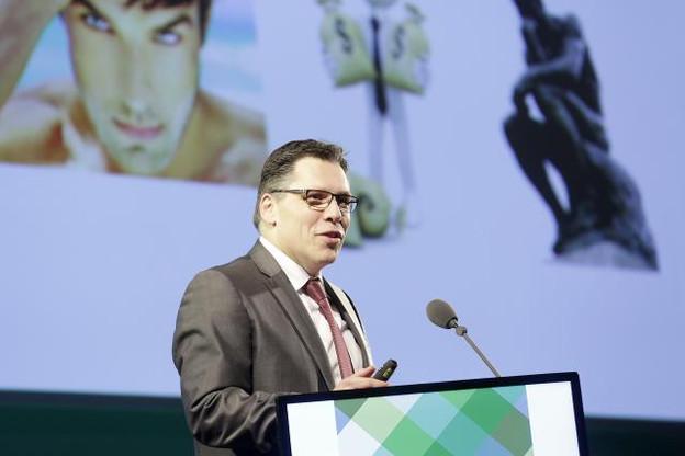 Luc Rasschaert, CEO d'IWI International Wealth Insurer et premier jouteur du soir, est revenu sur l'importance d'adapter ses services aux besoins d'une clientèle de plus en plus exigeante.  (Photo: Luc Deflorenne)
