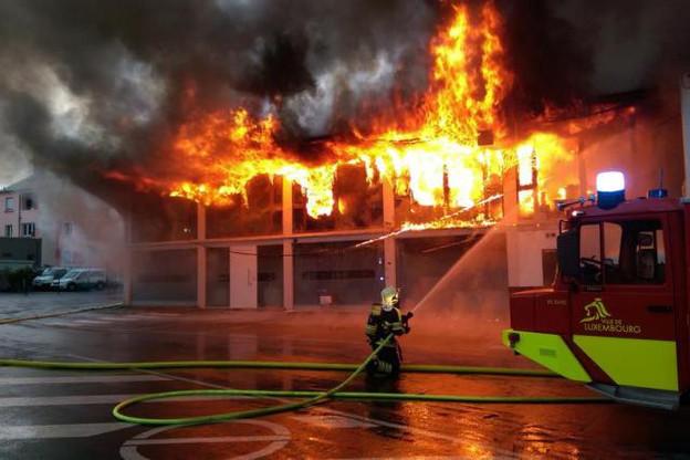 Les pompiers de la capitale ont été aidés de leurs confrères de Hesperange et de Bertrange-Strassen. (Photo: Police grand-ducale)