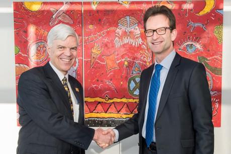 Pour promouvoir le Ceta auprès des entreprises, Olivier Nicoloff, ambassadeur canadien en Belgique et au Luxembourg, multiplie les rencontres avec les chambres de commerce, comme ici avec Carlo Thelen. (Photo: Ambassade canadienne en Belgique et au Luxembourg)