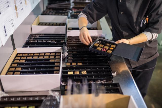 La production se poursuit pour la marque de chocolat Génaveh à Steinfort. (Photo: Mike Zenari / archives)