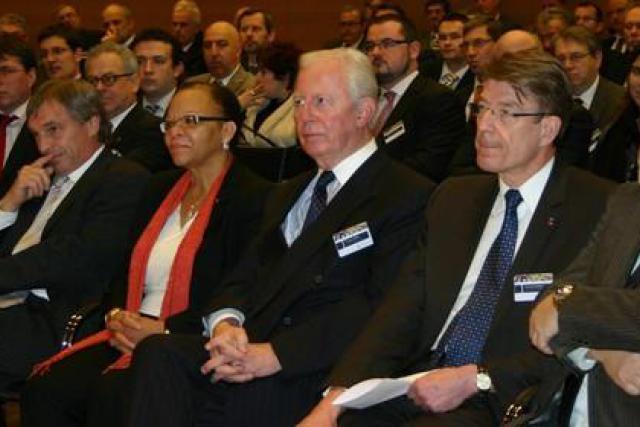 Légende: (de g. à dr.) Jeannot Krecké, Cleopatra Doumbia-Henry, Jacques Santer, Alain Kundycki et Robert Goebbels (Photo: MECE)