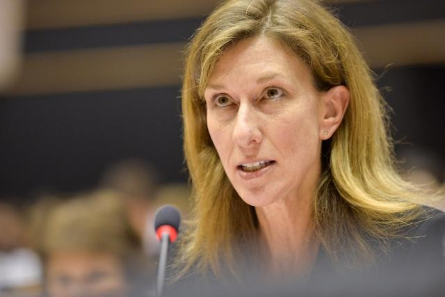 Monique Meche, ici devant la commission spéciale taxe, a répondu à Fabio de Masi, à la place du consul du Luxembourg à Seattle. (Photo: Parlement européen)