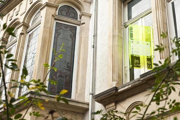 La politique des taux bas fait apparaître des situations étonnantes pour les candidats à l'investissement immobilier. (Photo: David Laurent / archives)
